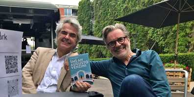 Verleger und Autor Matthias Ackeret (l.) und Alberto Venzago, für welchen er das Buch «SMS an Augusto Venzini» geschrieben hat.