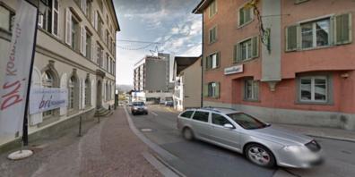 Die Werkleitungen  der EWU AG im Bereich Rössliplatz/Obergasse auf der Gasterstrasse bis Einmündung Hegnerstrasse werden vom erneuert.