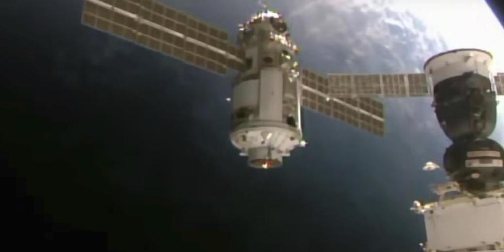 Dieses von der NASA am Donnerstag, den 29. Juli 2021, zur Verfügung gestellte Bild zeigt das 22 Tonnen schwere Nauka-Modul, auch Mehrzwecklabor-Modul genannt, bei der Annäherung an die Internationale Raumstation. Foto: Uncredited/NASA via AP/dpa