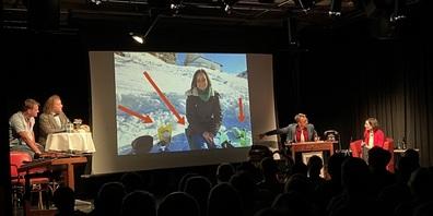 """Die taufrische Gemeinderätin Stefanie Danner glänzte auch bei ihrem Auftritt auf dem """"Glatteis"""" der Late Night Show."""