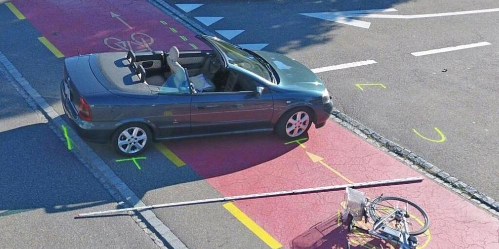 Ein 83-jähriger E-Bike-Fahrer ist am Freitag bei einem Zusammenstoss mit einem Auto auf einem Radweg in Sirnach schwer verletzt worden.