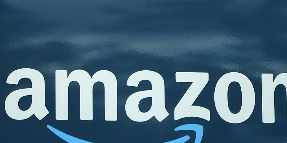 Das Amazon-Logo auf einem Lieferwagen in Boston. (Archivbild)