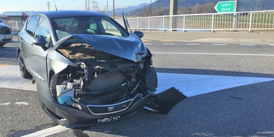 An den beteiligten Unfallfahrzeugen entstand Sachschaden.