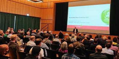 Der Flawiler Gemeindepräsident Elmar Metzger begrüsste die Teilnehmenden an der Veranstaltung der Energieagentur St.Gallen im Lindensaal.