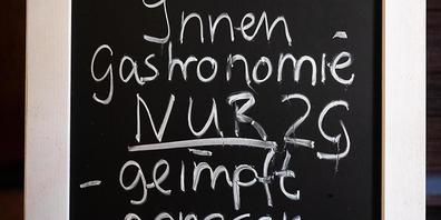 ARCHIV - Trotz Vorsichtsmaßnahmen sind die Corona-Kennwerte in Deutschland zuletzt wieder deutlich angestiegen. Foto: Julian Stratenschulte/dpa