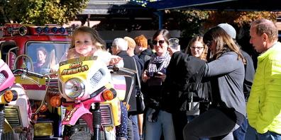 Das «Formula-Indy-Karussell» war Anziehungspunkt für Kinder und Eltern