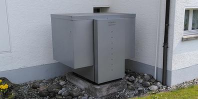 Eine aussen aufgestellte Luft-Wasser-Wärmepumpe verursacht Lärm.