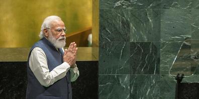 Narendra Modi, Premierminister von Indien, hält beide Handflächen aneinander, als er zum Rednerpult bei der 76. Sitzung der UN-Generalversammlung am Hauptsitz der Vereinten Nationen geht. Foto: Eduardo Munoz/Pool Reuters/AP/dpa