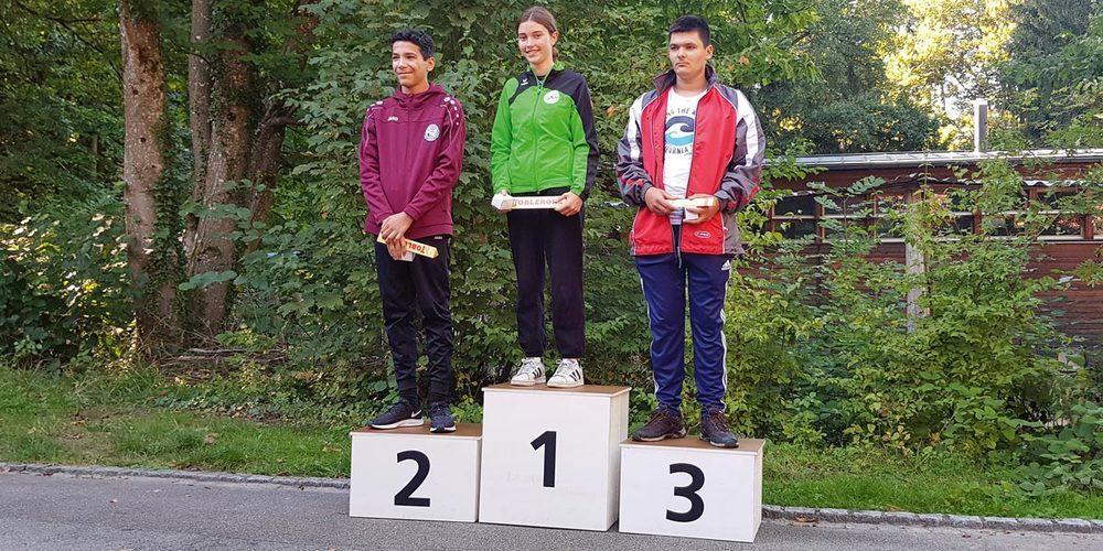 Lea Schmid (Mitte) Siegerin beim Regio Final bei den U17.