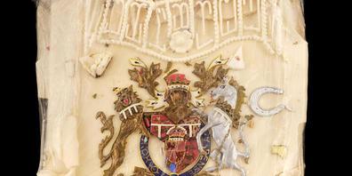 HANDOUT - Ein vom Auktionshaus Dominic Winter veröffentlichtes Foto zeigt ein Stück Torte, die für die königliche Hochzeit von Prinz Charles und Lady Diana angefertigt wurde. Foto: Dominic Winter Auctioneers/PA Media/dpa - ACHTUNG: Nur zur redakti...