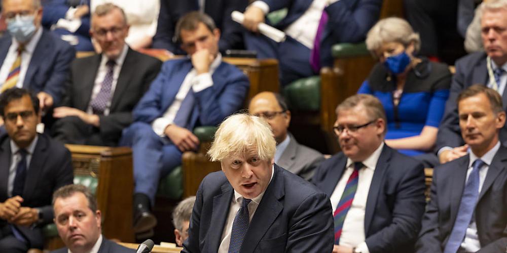 HANDOUT - Boris Johnson (M), Premierminister von Großbritannien, spricht bei einer Debatte zur Lage in Afghanistan im britischen Unterhaus. Foto: Roger Harris/UK Parliament/PA Media/dpa - ACHTUNG: Nur zur redaktionellen Verwendung im Zusammenhang ...