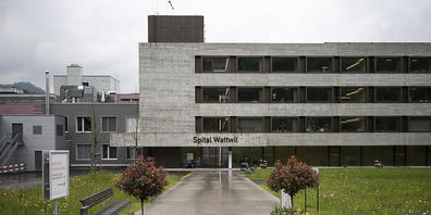 Die St.Galler Regierung und der Kantonsrat wollen das Spital Wattwil schliessen – ein Referendums-Komitee kämpft für den Erhalt. (Archivbild)