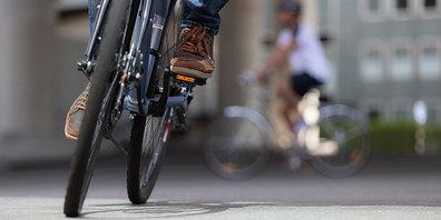 Velofahrerinnen und Velofahrer verursachen jedes Jahr rund zehn Prozent aller schweren Kollisionen auf Schweizer Strassen. Meist sind die  fehlbaren Velofahrenden selbst die Leidtragenden.