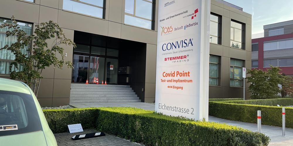 Der «Covid Point» in Pfäffikon wird noch ein weiteres Wochenende Impfungen anbieten.