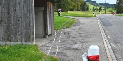 Beim Unfall bei der Bushaltestelle «Hinterer Schümberg» entstand Sachschaden in noch unbekannter Höhe.