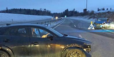 Bei einer Kollision auf der Autobahn A1 bei Sirnach TG ist am Samstagmorgen eine Autofahrerin verletzt worden.