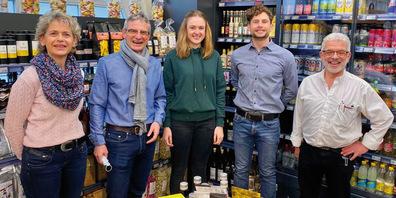 Von links: Christine Tanner, Kundenbetreuerin; Seppi Rüttimann,  Präsident; Laura Vonwil, Aktuarin; Andreas Wirtz,Vizepräsident und Marcel Benz, Geschäftsführer der Städtli-Markt Genossenschaft  Maienfeld.