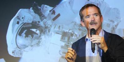 ARCHIV - Chris Hadfield, ehemaliger kanadischer Astronaut, stellt sein Buch «Anleitung zur Schwerelosigkeit» vor. Foto: Stephanie Pilick/dpa