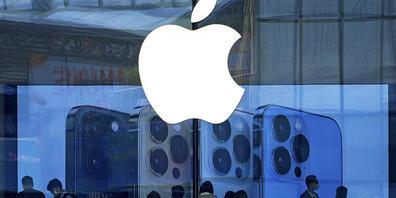 Apple muss die Produktion von iPhones einschränken - es fehlen Computerchips, die für die Herstellung der Handys benötigt werden. (Archivbild)