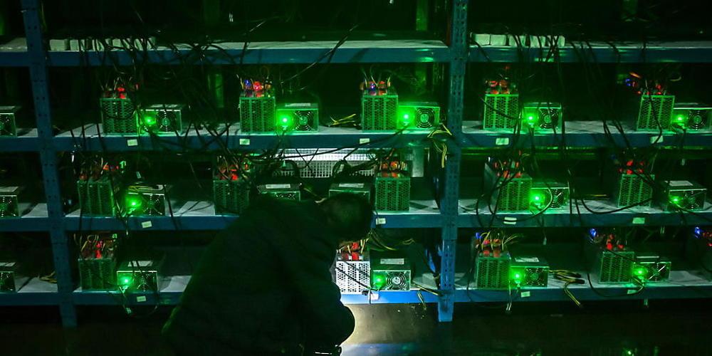 Die chinesischen Behörden haben das rechen- und energieintensive Bitcoin-Schürfen aus ihrem Land vertrieben . (Archivbild)