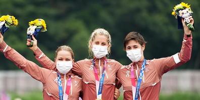 Jolanda Neff (mitte) vor Sina Frei (links) und Linda Indergand (rechts) - ein historischer Schweizer Dreifachtriumph