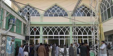 Bei einer Explosion in dieser schiitischen Moschee in Kandahar sind Dutzende Menschen getötet und zahlreiche weitere verletzt worden. Foto: Sidiqullah Khan/AP/dpa