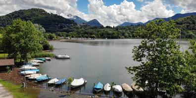 Das überschwemmte Pier von Agno am Luganersee Anfang Juni. Von Hochwasser gefährdete Gebiete wie das Tessin scheinen als Siedlungsräume besonders beliebt zu sein. Jedenfalls weist eine neue Studie nach, dass weltweit die Bevölkerung in Flutgebiete...