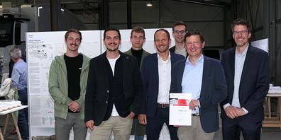 Das Siegerteam vom Architekturbüro Schneider & Schneider aus Aargau: v.l. Simon Albrecht, Themis Challas, Noah Schnyder, Tobias Humbel, Dominic Andermatt, Thomas Schneider und Michael Jung