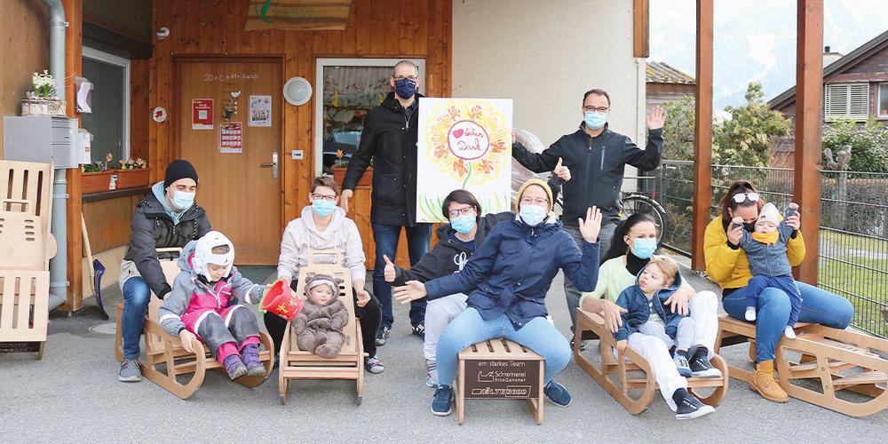 Glückliche Gesichter bei der feierlichen Übergabe im Kinderheim  Therapeion in Zizers.