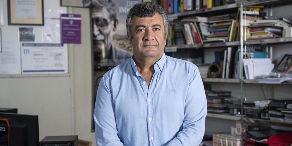 """Regisseur Mano Khalil kam einst als syrisch-kurdischer Flüchtling in die Schweiz. Heute startet sein teilweise autobiografischer Film """"Nachbarn"""" in den Deutschschweizer Kinos."""
