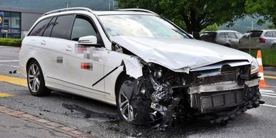 Beim Unfall entstand Sachschaden in Höhe von mehreren zehntausend Franken.