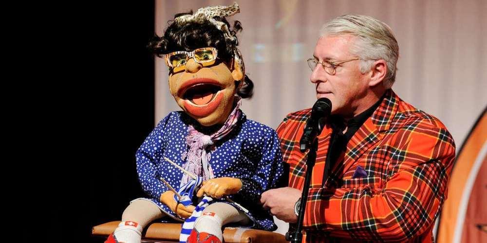 Start der Comedystaffel im Schmerkner «Ahoi» macht Bauchredner Roli Berner.