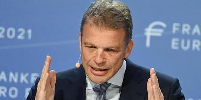 Die Deutsche Bank hat im abgelaufenen Jahresviertel trotz höherer Kosten und Einbussen im Investmentbanking einen Gewinn erzielt. Im Bild: Konzernchef Christian Sewing (Archivbild)