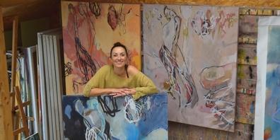 Vorfreude auf die Ausstellung im Museum Amden. Chantal Hediger in ihrem Atelier in Schmerikon.