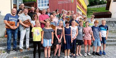 Lehrer Urs Giger bekam an seinem letzten Schultag Besuch aus der Vergangenheit.