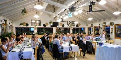 Die rund 60 Teilnehmenden der HV im Restaurant des Walter Zoos.