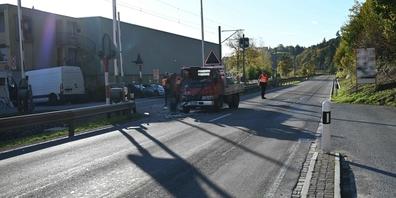 Beim Unfall zwischen den zwei Lieferwagen entstand Sachschaden von mehreren zehntausend Franken.