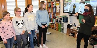 Zoé, Leana, Tina und Lia gestalteten das Video selbständig und wurden dafür mit dem ersten Preis belohnt.