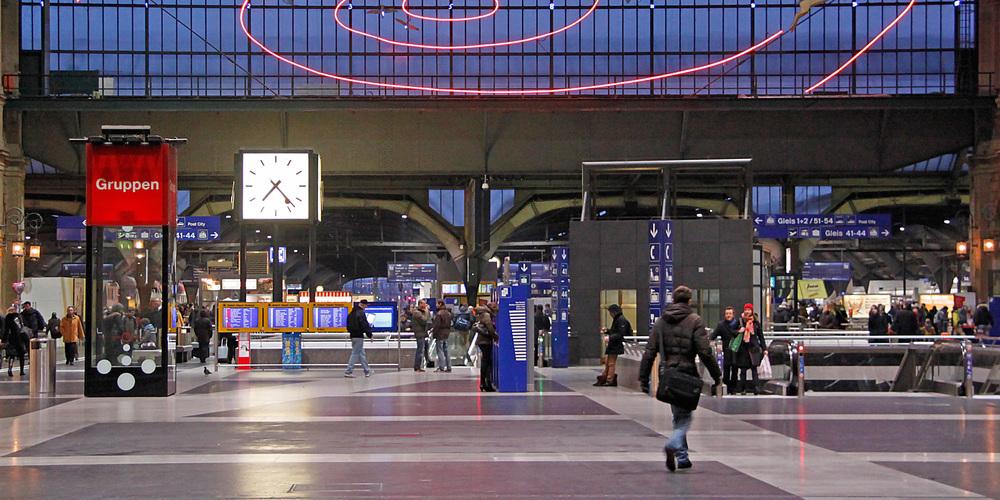 Am Zürich HB entriss ein Mann einer Passantin die Tasche. Er konnte später verhaftet werden.