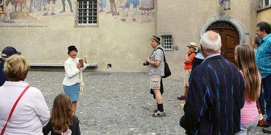 Noch bis zum 25.September finden in Maienfeld jeweils am Samstag  die szenischen Stadtführungen statt.