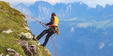 Spezialisten der Alpinen Einsatzgruppe der Kapo St.Gallen untersuchen nun den Unfallhergang. (Symbolbild)