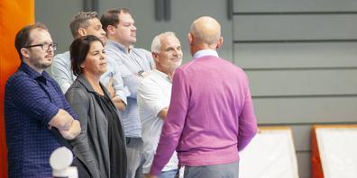 In drei Gruppen wurden die Mitglieder des Grossen Stadtrats durch die Räumlichkeiten der BBC Arena geführt. Ein Stopp waren die zwei Dreifachhallen, die nicht nur für den Handball genutzt werden.
