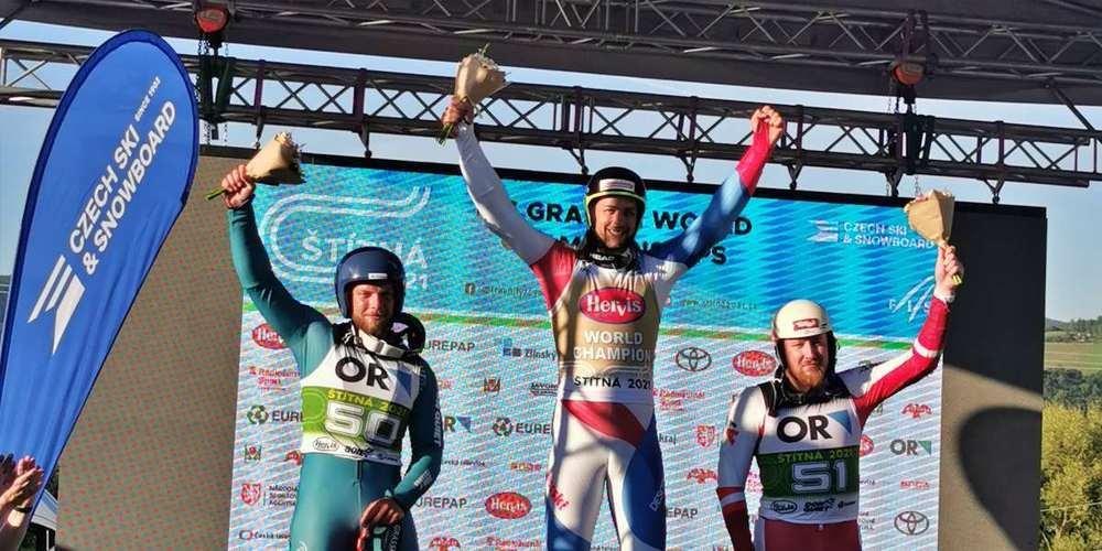 Mirko Hüppi (Mitte) siegte in der Superkombi vor Bartak Martin (l., CZE) und Hannes Angerer AUT).
