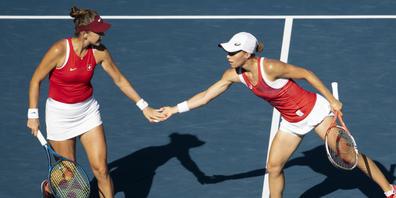 Am Ende reichte die Kraft nicht mehr: Belinda Bencic (li.) und Viktorija Golubic verloren den Final im Doppel