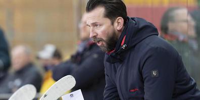 Oltens Headcoach Lars Leuenberger feiert einen 5:3-Heimsieg mit seinem Team gegen Sierre