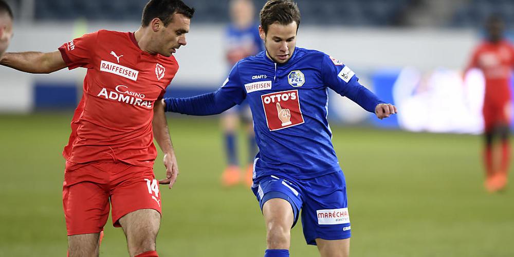 Der Luzerner Louis Schaub (rechts) gegen den Vaduzer Milan Gajic