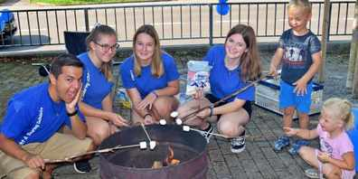 Leiterinnen und Leiterinnen von Jungwacht Blauring Schänis laden am 4. September zu Spiel und Spass ein.