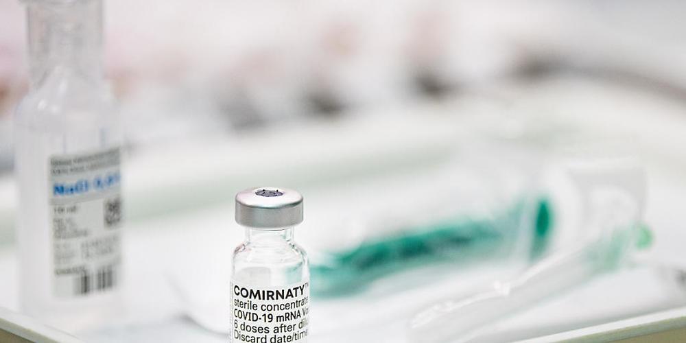 ARCHIV - Der Impfstoff des deutschen Unternehmens Biontech und seines US-Partners Pfizer schützt einer neuen Studie zufolge auch vor der zuerst in Indien aufgetretenen Corona-Variante Delta (B.1.617.2). Foto: Fabian Sommer/dpa