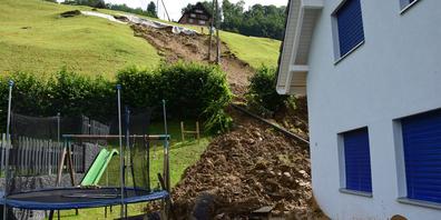 Der hintere Teil des Gartens wurde komplett unter Geröll und Schlamm begraben.
