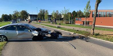 Bei einem Selbstunfall in Gossau ZH wurde der Fahrer leicht verletzt.